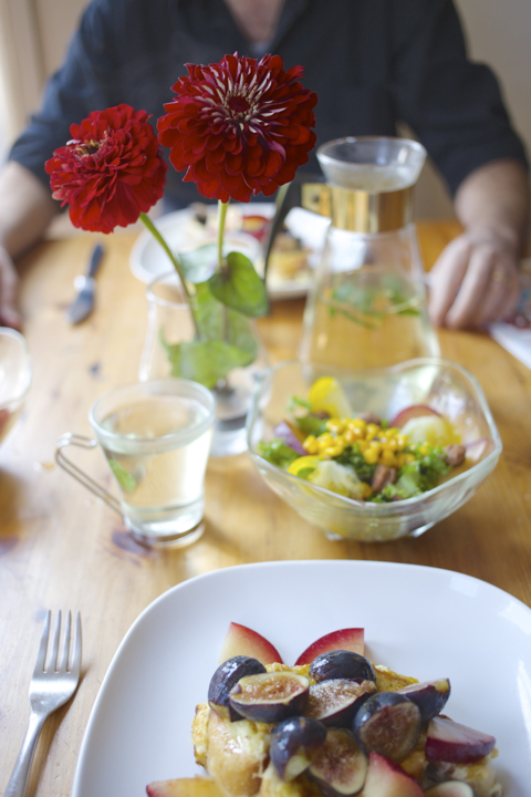 20brunch-table-flowers.jpg