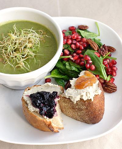 ザクロのサラダとスプラウトのスープ