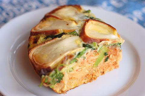 カマンベール・チーズのせオムレツ、切り分け写真