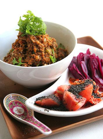 オクラの挽肉煮込みトマト味カレー丼