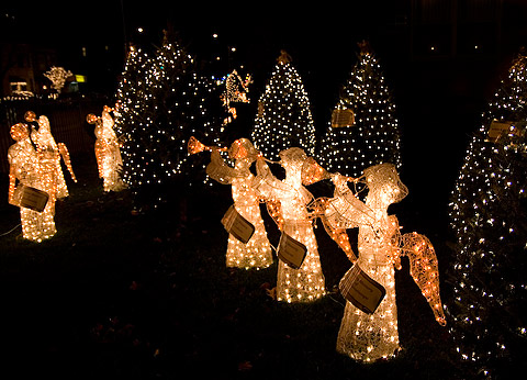 クリスマス・デコレーション散歩:教会のエンジェル