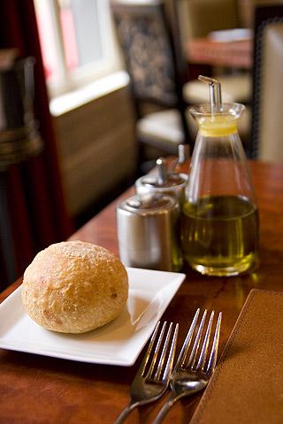 ジョビアのパンとオリーブオイル