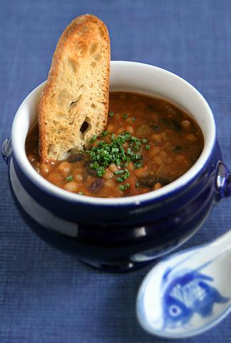 豆いろいろと麦とか五目トマト・スープ