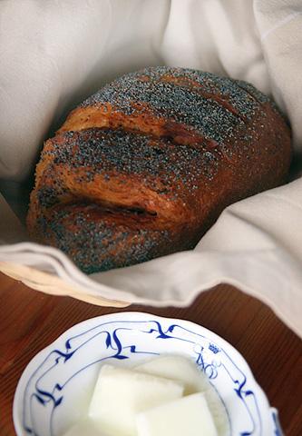 手作りパン、ポピーシードトッピング
