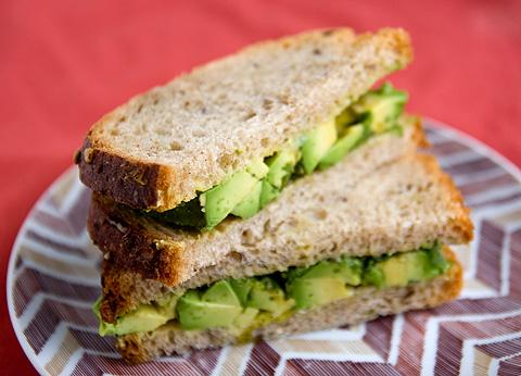 簡単アボカド・サンドイッチ