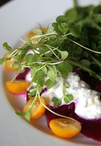 ビーツとトマトのサラダ