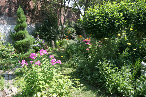 ニューヨークのコミュニティ・ガーデン花壇
