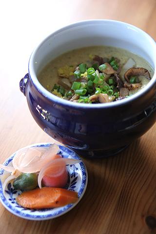 ホームメード・ピクルスとスープ