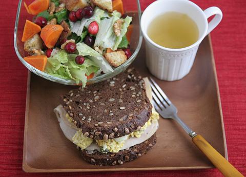 卵サンドとクランベリー・サラダ