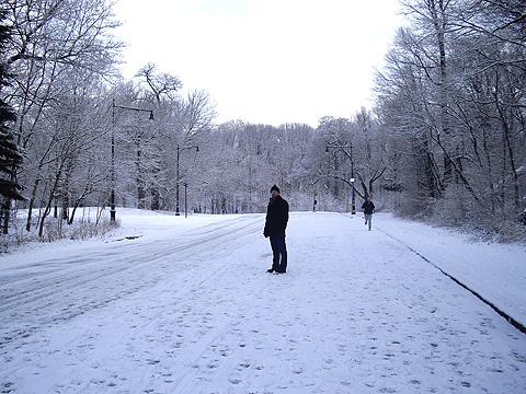 雪の公園・坂