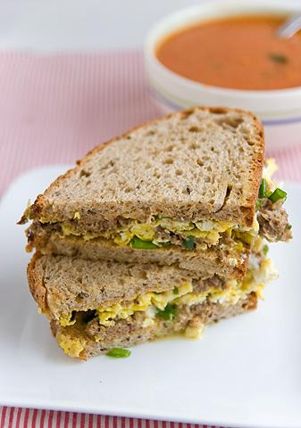 リバーヴルスト卵焼きサンドイッチ