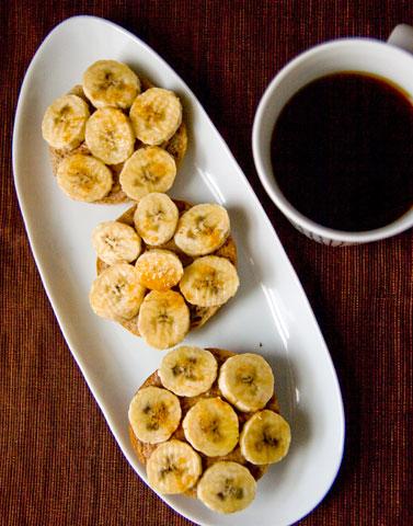 ピーナツバター&バナナ・オープンサンドイッチ