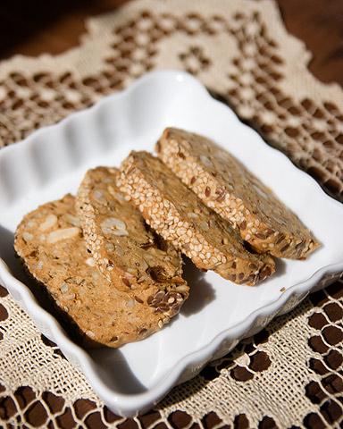 小麦粉不使用ナッツたっぷりクッキー