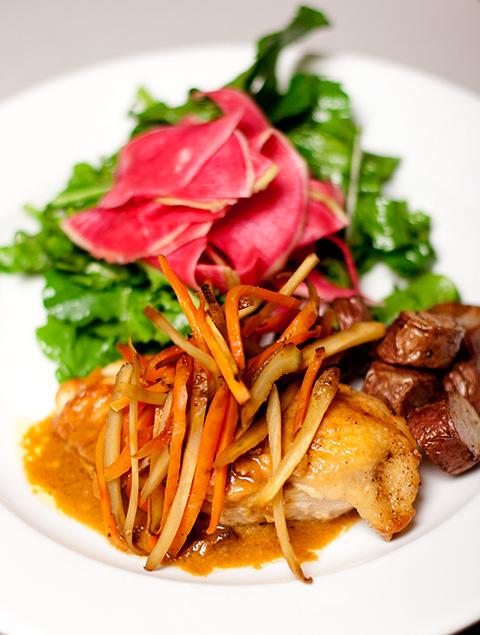 きんぴらサルシファイのせ塩麹ヨーグルト・マリネ・チキンとスイカ大根サラダ