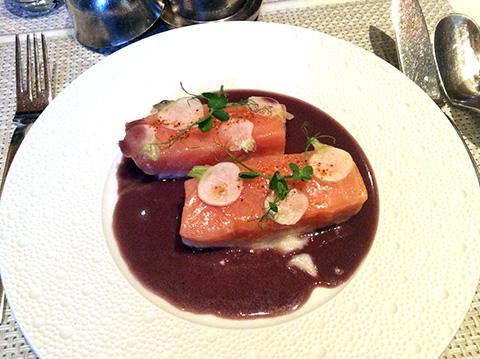 メイン料理オーガニック・サーモン - Le Bernardin ニューヨーク4つ星フレンチレストラン