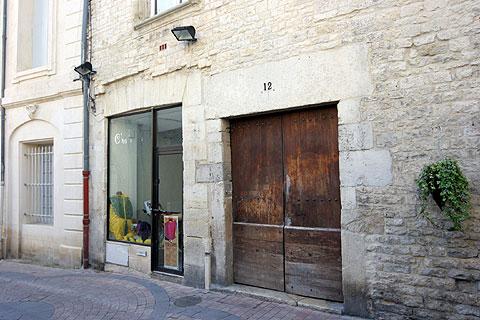 フランス旅行:南仏ニームの街並み・ショップ