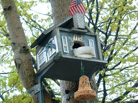 鳥のエサ巣箱