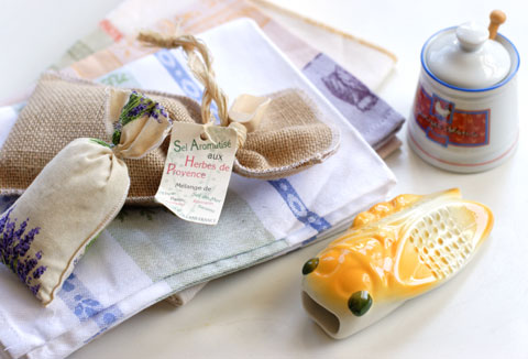 フランス旅行のお土産:キッチンタオル、ハーブ、セミ