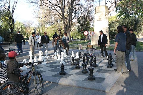 南仏旅行モンペリエの公園のチェス