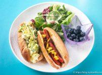 ホットドッグとエッグサラダ・サンドイッチ・ランチ・プレート