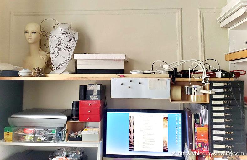 【片付け100日の旅】5日目:仕事机の上の電源プラグごちゃごちゃ〜片付け前